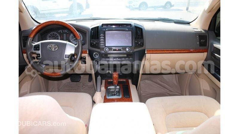 Big with watermark toyota land cruiser abaco import dubai 1357